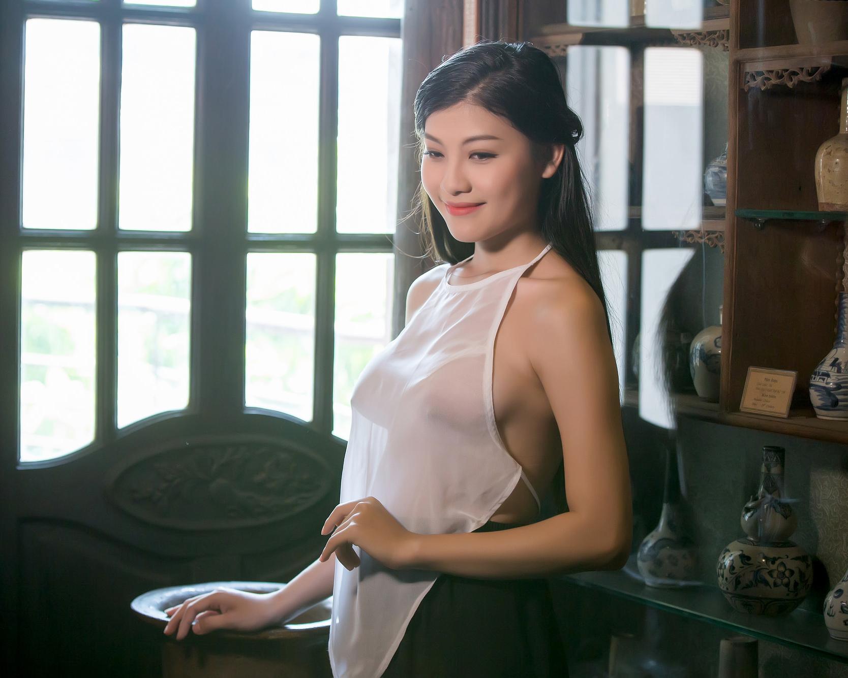 AoYem.com - Cô Lang Y Áo yếm Xuyên Thấu